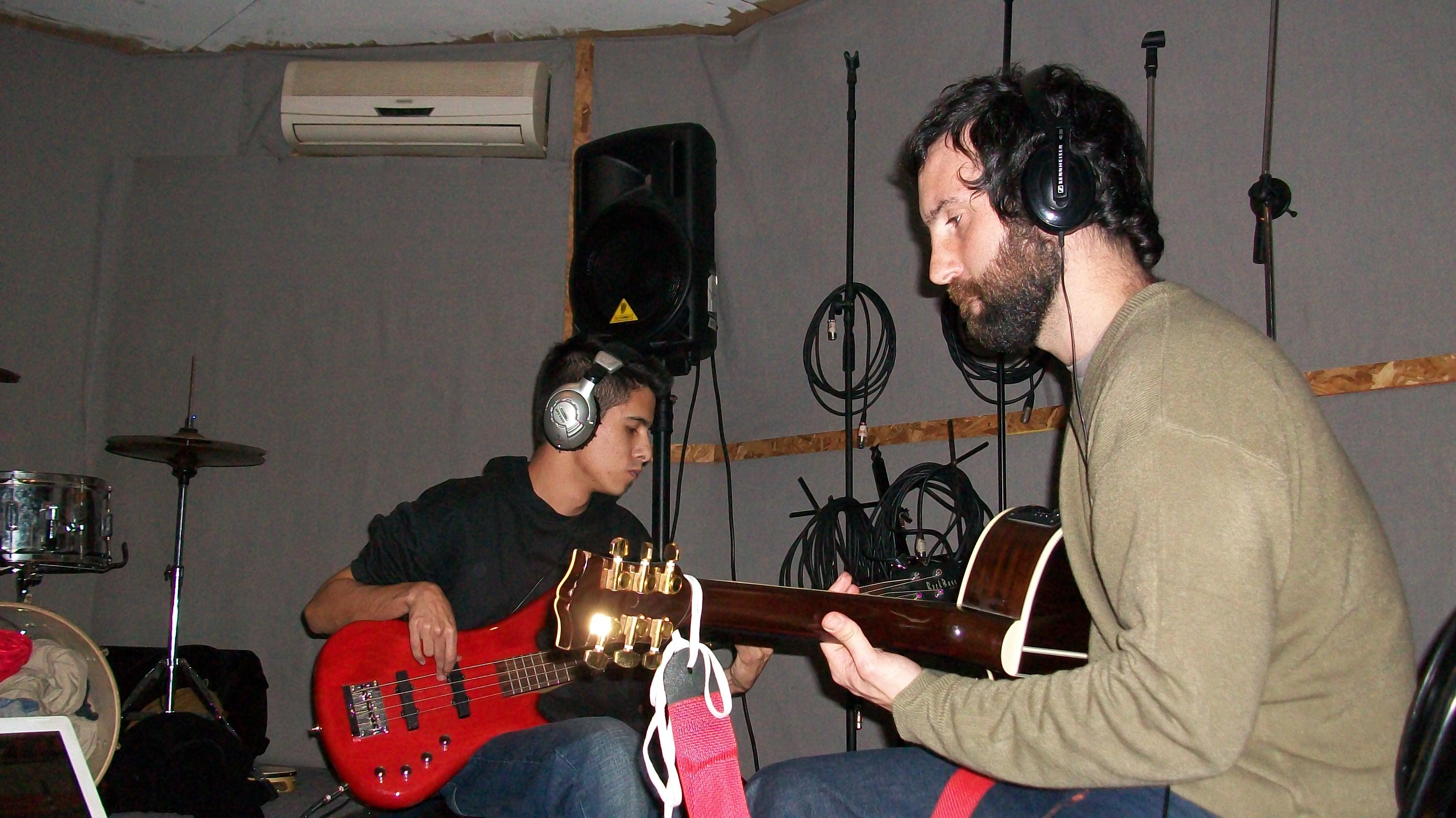 Francisco ensayando con su bajista Laco